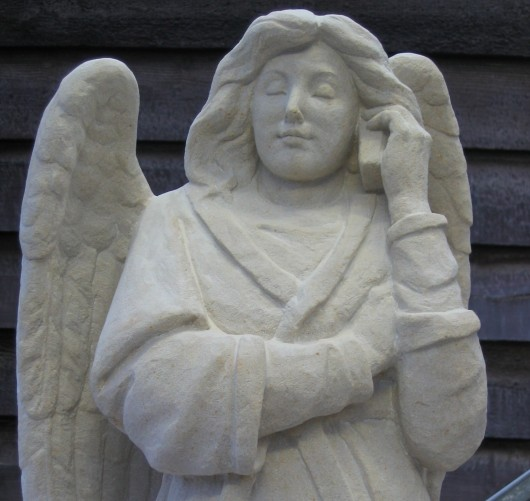 angel-with-phone