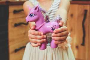 hoding unicorn