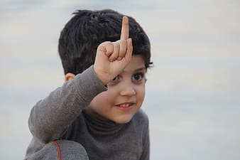 child pointing
